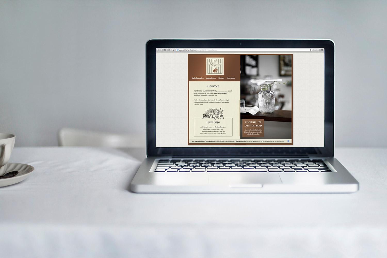 Der Kaffeehausladen in St. Johannis – Logo, Corporate Design, Getränkekarte, Webdesign von ELLIJOT; Bild von Kathrin Koschitzki